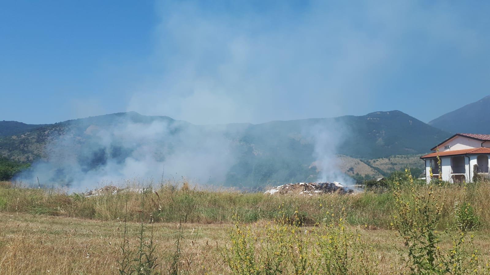 Incendio anche a Cassino: brucia il sito di Nocione [FOTO]